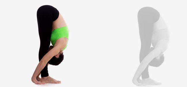 Uttanasana / pe frente Bend Pose - Como fazer e quais são seus benefícios? Photo