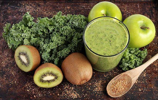 Smoothie verde feito com Kale